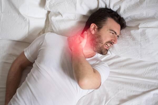 almohada alta dolor cuello