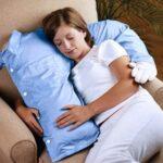 almohada brazo mujer
