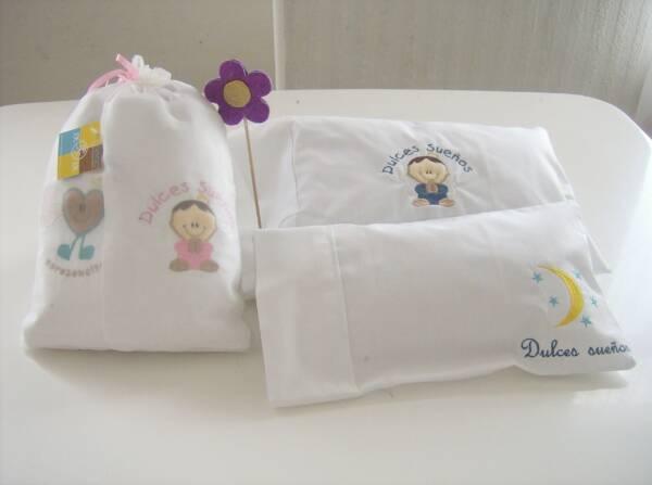almohada para bebe bordada scaled