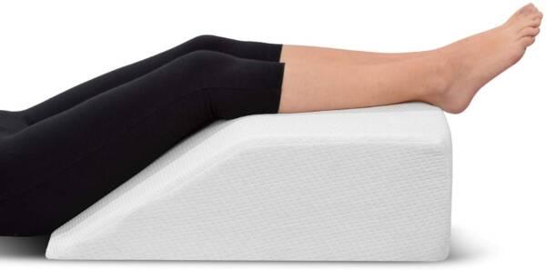 almohada para piernas cansadas