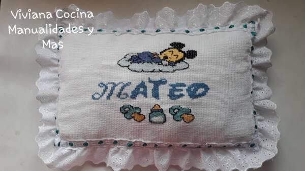 almohadas de bebe bordadas a mano