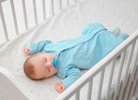 como dormir al bebe en su cuna