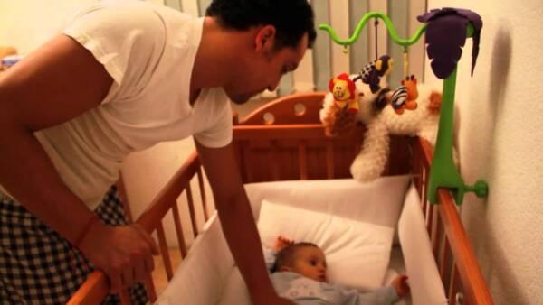 como hacer que el bebe duerma en su cuna