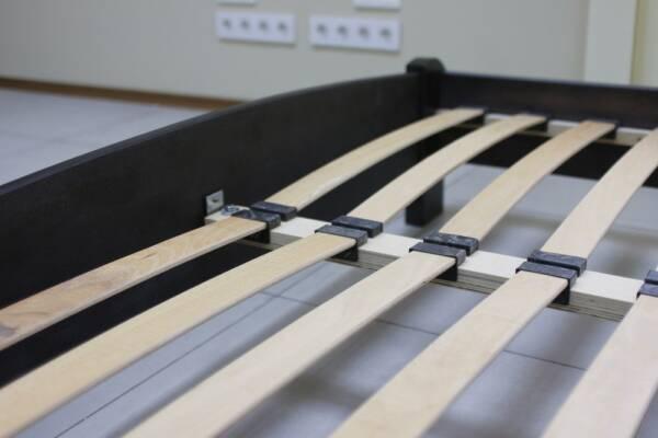 somier de madera suena